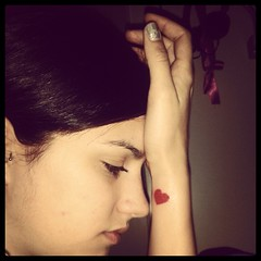 L'amore conta.. (Caterins) Tags: red love me girl tattoo heart thinking rosso cuore amore tatuaggio redtattoo hearttattoo