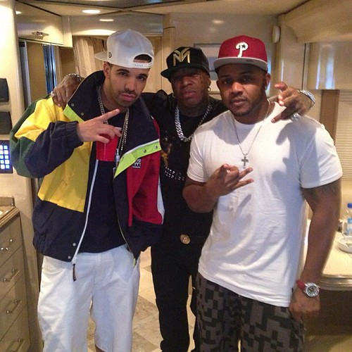 Birdman Drake and Mack Maine chilling on a tour Bus
