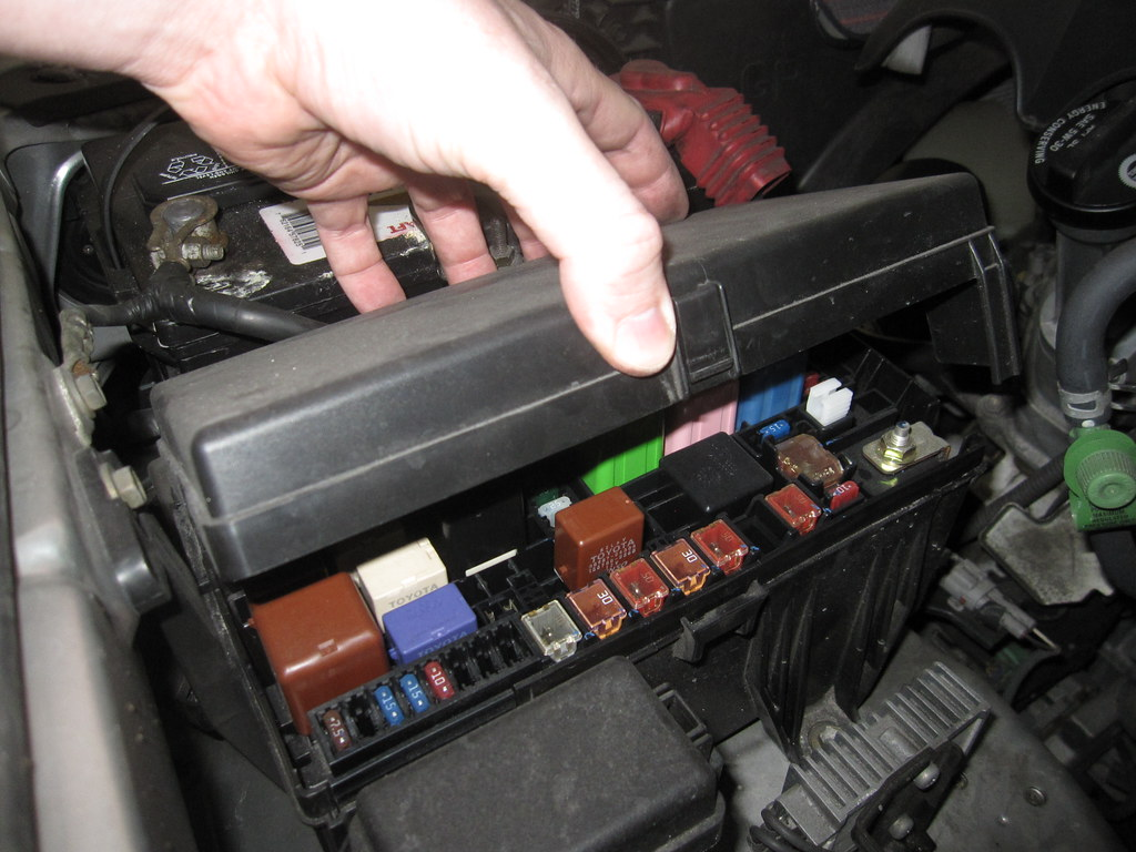 9732081041_71cc1711cc_b the world's best photos of diagram and fuse flickr hive mind 2005 toyota 4runner fuse box diagram at mr168.co
