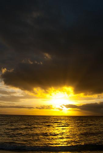 iOS 7 Maui Sunset Parallax Waterfall