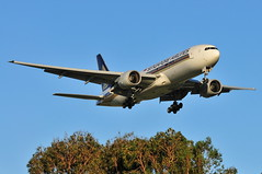 Singapore Airlines B777-200ER 9V-SVB (altinomh) Tags: plane airport aviation sydney engine twin australia mini seven nsw newsouthwales boeing syd 777 triple spotting jumbo sydneyairport b777 yssy etops minijumbo worldliner