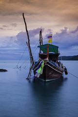 sway (mamuangsuk) Tags: canopy fishingboat sway watercraft longtailboat thongkrut mamuangsuk rueahangyao fujixe1 thaitraditionalfishingboat thongkrutsamui fishermenvillagekohsamui samuiislandfishermanvillage canoehull pipetransmission
