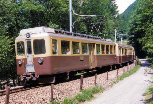 Berner Oberland Bahn - Railcar 304 approaching Zweilütschinen