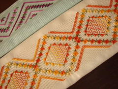 Ponto crivo. (Casa de Bonecas Atelier) Tags: linhas embroidery fios bordado trabalhosmanuais agulhas crivo bordadomanual pontoilhos pontocrivo bordadofeitoamao