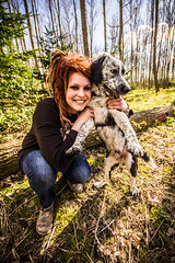 pata&laura (Etienne Ing.) Tags: portrait dog chien france tree girl smile canon soleil sigma locks dread sourire foret arbre printemps rasta sapin bois 10mm 550d