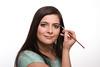 Frau mit Augenbrauenbürste (bemedia123) Tags: portrait person gesicht jung hand feminine makeup augen frau coloured auf styling lächeln schönheit selbst gestalten zeigen pflege anleitung kopf freundlich formen kosmetik weis weiblich schminken bürste stylen hübsch zeigt zufrieden ordentlich augenbrauen brünett freisteller kosmetika gepflegt modellieren textfreiraum langhaarig darstellen rassig