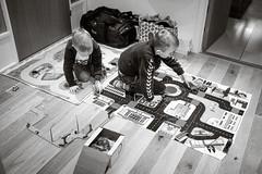 Boys - and Cars (Poul-Werner) Tags: auto family playing car denmark familie leg gang hallway bil danmark winterbreak pwd vinterferie struer vejrum centraldenmarkregion poulwernerdam
