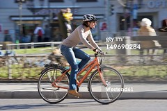 bicicletta (quintaainveruno) Tags: closeup fullframe orizzontale figuraintera unapersona caucasico soloadulti