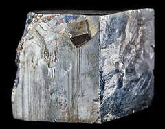 Pyrite (Eduardo Estllez) Tags: naturaleza color macro horizontal natural reflejo mineral duro roca pyrite brillo sulfide piedra geologia solido nadie hierro coleccionismo primerplano pirita mineria fondonegro cubica azufre mineralogia enfoqueselectivo sulfuros fondooscuro eduardoestellez estellez acidosulfrico
