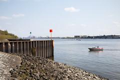 Einlaufend Blankenese (Boyens.) Tags: marina river boot eos boat hamburg fluss elbe blankenese 6d yachthafen motorboot 20160501001
