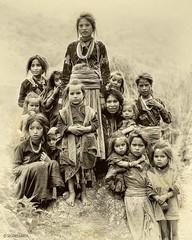 NEPAL008 (siggi.martin) Tags: nepal girls people girl face children asia asien gesicht jung child faces young kinder menschen kind sit barefoot mädchen shoeless sitzen facialexpression barefooted humla gesichter gesichtsausdruck squatdown tuling kauern barfus