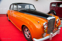 _DSC1413.jpg (NP Photo2010) Tags: india cars colors vintage iso200 nikon asia shape classiccars bentley gujarat vadodara 2015 d90 manualexposure westernindia 1801050mmf3556