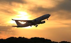 Air Europa despegando al atardecer (vic_206) Tags: sunset plane contraluz atardecer bcn avin aireuropa airbusa330 lebl canoneos60d canon70200f28lisii