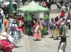 Gathering around a stand selling a coca leaf energy drink (virharding) Tags: bolivia bowlerhat lapaz cholita