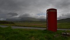 Ecosse - le de Skye - une cabine tlphonique (AlCapitol) Tags: mountain fog montagne landscape island scotland nikon phone paysage brouillard telephonebooth d800 ecosse le cabinetlphonique islandofskye ledeskye