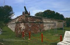 Penang, Fort Cornwallis (blauepics) Tags: city architecture canon buildings gun arm fort malaysia stadt architektur penang fortress gebude defence malay festung waffe cornwallis kanone verteidigung geschtz