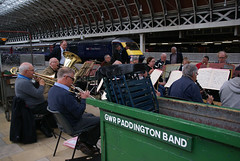 GWR Paddington Band DSC05685 170616 (Junagarh) Tags: musician music london musicians train trainstation londres paddington paddingtonstation londonengland junagarh paulandrews junagarhmedia carolineschmutz