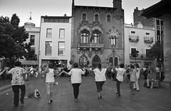 Sardanas 261/365 (Susana RC) Tags: blancoynegro streetphotography bn 365 catalua granollers sardanas bailetpico proyecto365