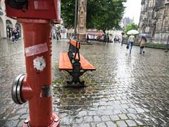 Red in Rain (gunnar_fuchs) Tags: aachen hydrant regen tisch