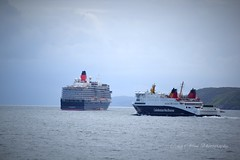 Chatting to the locals (CraigAllanPhotography) Tags: friends sea skye scotland ships minch queenelizabeth seaforth ferrys shipspassing calmaccaledonianmacbrayne