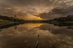 AMP_7149_1 (Amparo Hervella) Tags: sunset atardecer embalsedepedrezuela comunidaddemadrid agua water nube cloud reflejo reflection paisaje landscape sol sun largaexposicin longexposure d7000 nikon nikond7000 wewanttobefree