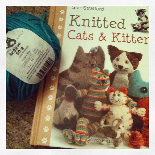 Working on a book review... What better way than to knit along :)
