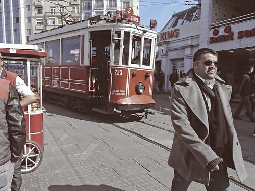 Estambuleño cool a tiro. Istambul. Marzo 2011