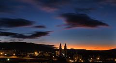 Rastros de Nuvens - Clouds trails (mateuspabst) Tags: sunset cidade colors weather night clouds cores cityscape trails paisagem pabst santacatarina mateus taio cloudtrails pwpartlycloudy mateuspabst