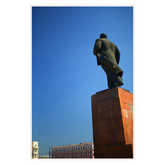 domination (khrawlings) Tags: lenin red statue russia domination communist leader plinth chelyabinsk authoritarian 2013 khrawlings