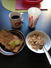 Frukost 8/9 (Atomeyes) Tags: mat vatten kaffe citron frukost msli gurka leverpastej rgkuse