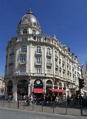 Lille, rue de Paris, faades (Ytierny) Tags: france vertical architecture shopping carlton commerce boutique hippopotamus lille btiment faade nord immeuble enseigne edifice htel mtropole flandre ruedeparis citflamande ytierny