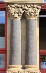 (:Linda:) Tags: two woman man love germany town kiss thuringia railwaystation column goodbye departure eisenach pilaster sule historismus eclecticism rocaille historicism womansculpture grnderzeit eklektizismus