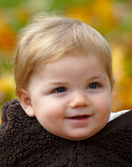 Little smiler! (Justin Caveill) Tags: autumn portrait baby smiling canon l 70200 f4 5dmark2