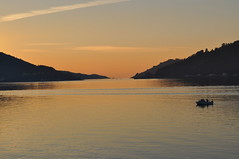 Entrada a la Ra de Ferrol despus de la puesta de Sol. (lumog37) Tags: sunset estuary coastline puestadesol ra costadegalicia