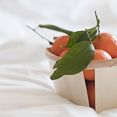 tangerines (idni . idniama) Tags: light stilllife food orange white leaves fruit 50mm nikon tangerines gettyimages mandarinas 2014 foodphotography aliments idni gettyimagesiberiaq3