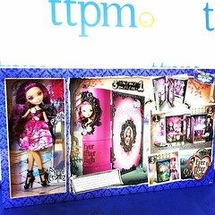 Thronecoming Briar Beauty's Bedroom (MyMonsterHighWorld) Tags: beauty high bedroom doll royal after ever mattel briar playset thronecoming