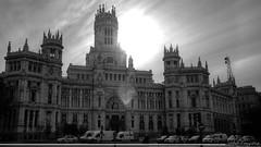 Un dia gris asoma (Sebas Fonseca) Tags: madrid street city espaa byn blanco contraluz nikon flickr negro ciudad bn hdr cibeles palacio sebafonseca