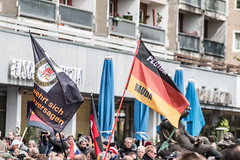 """Festung Europa"" @ Dresden Neustadt 16.05.2016 (Tom Berger LBF) Tags: against canon fun dresden with who nazi nazis sid flags demonstration pack shit stupid bachmann grün left links puh idiots bhf antifa fahnen alerta rassisten 70d blamage festerling neusadt tberger dresdennazifrei pegida nopegida dresdenfüalle dd2305 dd1605 braunenes"