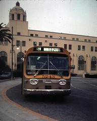 scrtd5243unsta (Metro Transportation Library and Archive) Tags: unionstation scrtd southerncaliforniarapidtransitdistrict freewayflyer