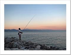 Pescando al atardecer (Lourdes S.C.) Tags: costa atardecer mar playa cielo pescador