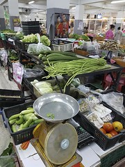 Warorot Market (24 of 71) (John Shedrick) Tags: food vegetables thailand asia chinatown farmers market unique traditional indoor meat smartphone chiangmai local nontourist samsunggalaxys7edge