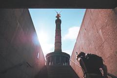 L'envole (LilO Moino) Tags: portrait berlin victoria siegessule