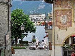 Orta San Giulio (No) -- Scorcio con Piazza Motta. (frank28883) Tags: piazza visconti lagodorta ortasee novara lakeoforta isoladisangiulio ortasangiulio lacdorta