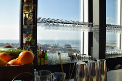 A bar vith a view (Maria Eklind) Tags: fruit bar se hotel glasses view bottles sweden sverige malm consert hotell skybar congresscenter clarionhotel skneln malmlive clarionmalmlive