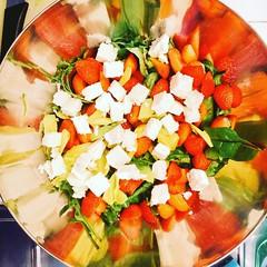 Sommersalat mit Erdbeeren und Schafskse (koelnblogging.com) Tags: strawberries bowl salat schssel feta erdbeeren schafskse