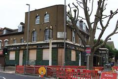The Antelope, 201 Church Road, E10 (Tetramesh) Tags: uk greatbritain england london pub unitedkingdom britain londres gb londra londen londinium lontoo llondon publichouse deadpub londone londyn llundain londn  lunnainn londain londono closedpub tetramesh londrez  loundres londr lndra