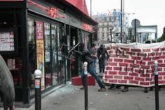 Paris - Grve Gnral (Melissa Favaron) Tags: paris france riot police revolution francia parigi banlieue polizia sciopero clashes casseur feriti scontri blesss scioperogenerale scioperonazionale grevegeneral loidutravail grevenational