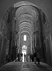 St.Pere de Rodes.3 (Luis M) Tags: contraluz iglesia girona personas monasterio costabrava gerona romnico stperederodes arteromnico