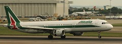 Airbus A321: 0940 EI-IXH A321-112 Alitalia London Heathrow Airport (emdjt42) Tags: airbus heathrowairport alitalia a321 eiixh