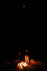 amigos (geoffreydoor) Tags: friends beach night fire bonfire moonlight summernight